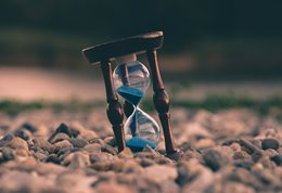 Hourglass Photo by Aron on Unsplash