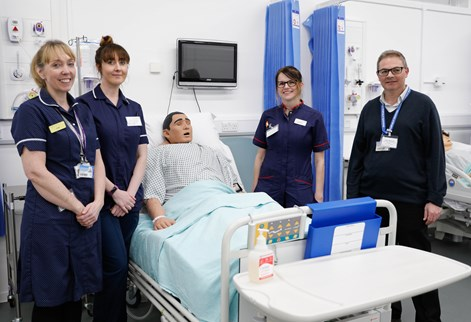 advanced clinical practice students and apprentice with course leader