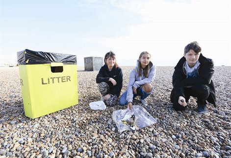 Students on beach clean