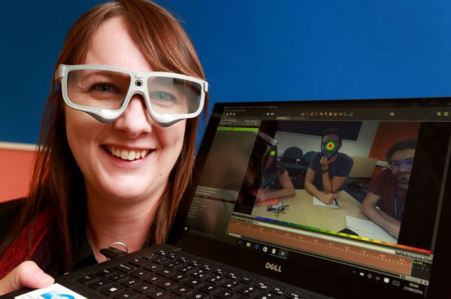 Student with eye tracking software