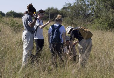 Env-Science-student-fieldtrip1010022