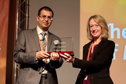 Dr Patel and Jo Craig at the UKPharmSci 2013 meeting. Image: APS GB
