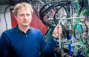 Professor Rob Morgan with the Cryopower engine