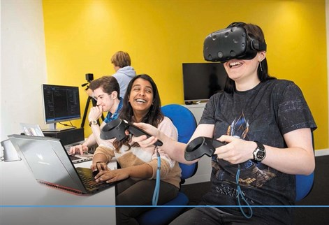 Students learn with virtual reality equipment